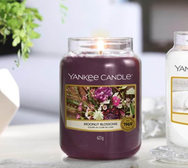Moonlit Blossoms Yankee Candle - Candele In Giara Grande 623 gr - Candlestore.eu